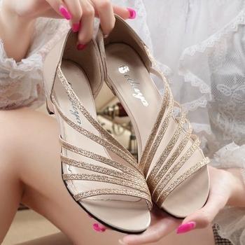 Много нежни дамски сандали с нисък ток в 3 цвята