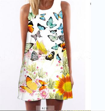 Свежа лятна дамска къса рокличка с принт на шарени пеперудки