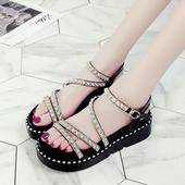 Дамски сандали с устойчива подметка и каишки с мъниста