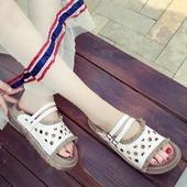 Ежедневни дамски чехли с каишки в бял и зелен цвят, с удобна подметка