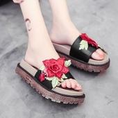 Модерни дамски чехли на платформа с бродерия на цветя
