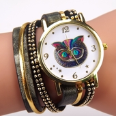 Дамски часовник с много интересно шарено коте на циферблата - 2 модела