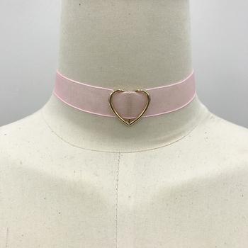 Красив дамски чокър от прозрачна материя с декорация сърце