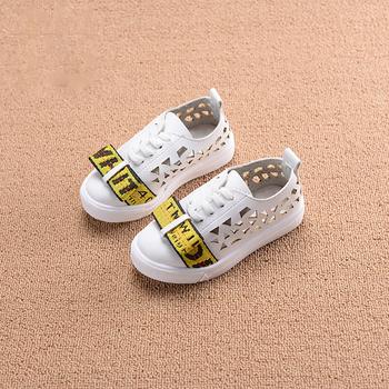 Όμορφα παιδικά πάνινα παπούτσια για κορίτσια - λευκά και μαύρα ... 1d9422b8363