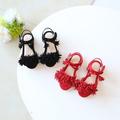 Стилни детски сандали за момичета в червен и черен цвят с ресни