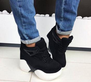Екстравагантни дамски обувки с висока подметка подходящи за ежедевието