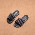 Красиви и модерни детски чехли за момичета на каре в бял и черен цвят