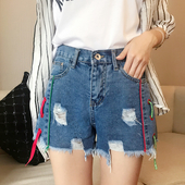 Дънкови къси панталони за дамите с цветни връзки и накъсани