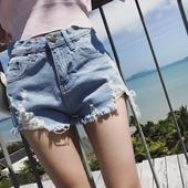 Ежедневни къси дънкови панталони за дамите в светъл цвят
