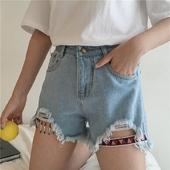 Красиви къси дамско панталони в светъл и тъмен цвят