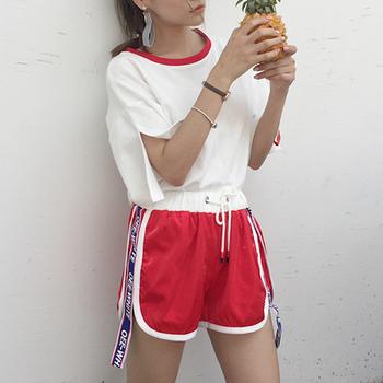 Стилен дамски спортен екип - тениска + къси панталони
