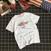 Семпла мъжка тениска с картинка на риба в бял цвят