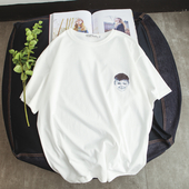 Изчистен модел тениска за мъжете с 2 модела изображение