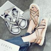 Дамски сандали с каишки и лепенки в два цвята