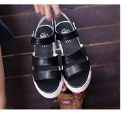 Сладки дамски сандали с лепенки в бял и черен цвят