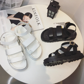 Красиви дамски сандали с интересна и удобна подметка в бял и черен цвят