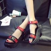 Спортно-елегантни дамски сандали с много удобна и висока палтформа