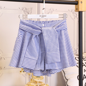 Интересен модел дамски къси панталони на райе