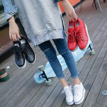 Дамски стилни кецове на палтформа в семпъл модел в три цвята