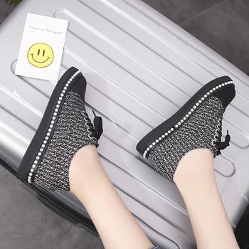 Κομψά γυναικεία αθλητικά παπούτσια σε μαύρο και άσπρο χρώμα - Badu ... e5e299cee8d