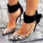 Страхотни дамски сандали с имитация на змийска кожа и много интересни и стилни закопчалки около глезена