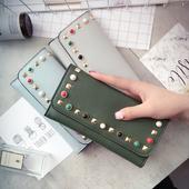 Стилен дамски портфейл в много цветове с цветна декорация
