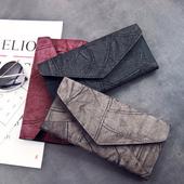 Красив дамски портфейл с интересен дизайн в три цвята