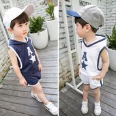 Детски комплект за момчета в два цвята - потник с качулка и къси панталони