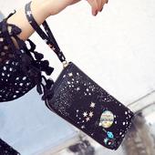 Стилен дамски портфейл с дръжка и изображение в черен цвят