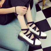 Интересни дамски обувки с група подметка и каишки