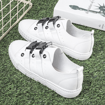5ce2f40951c Όμορφα γυναικεία αθλητικά παπούτσια- λευκά και μαύρα - Badu.gr Ο ...