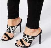 Женски сандали на висок ток с интересна шарена горна повърхност