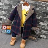 Стилно дълго детско палто на каре