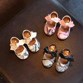 Красиви детски мокасини за момичета с лепенки и панделка в три цвята