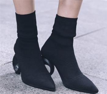 Γυναικείες κομψές μπότες από ύφασμα με ενδιαφέρον κυκλικό τακούνι
