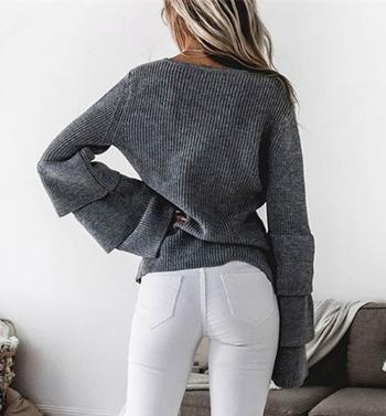 Много удобен дамски широк пуловер с дълъг широк ръкав