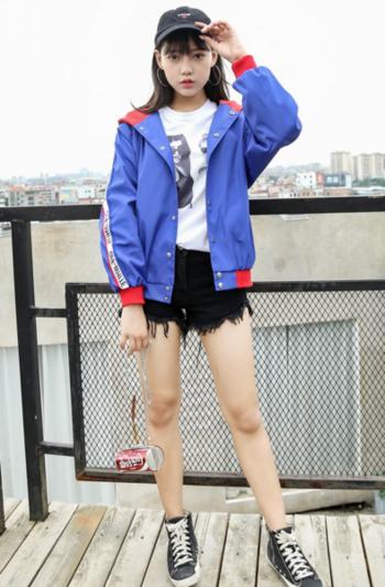Σπορ  γυναικείο  μπουφάν με κουκούλα σε τρία χρώματα