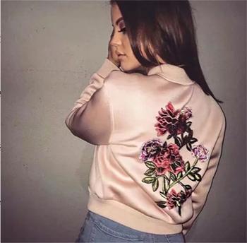 Πολύ φρέσκο και κομψό γυναικείο μπουφάν με μωβ ροζ με όμορφο κέντημα στην πλάτη
