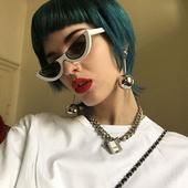 Стилни и много интересни дамски слънчеви очила с нестандартна форма на стъклата