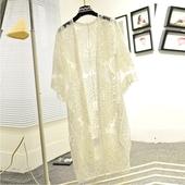 Красиво дълго дамско парео от дантела в свободен модел в бял цвят