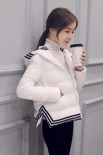 Ζεστό κοντό  γυναικείο μπουφάν σε δύο χρώματα με κουκούλα