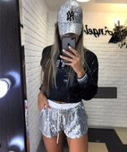 Ефектни дамски къси лъскави шорти в сребрист и черен цвят
