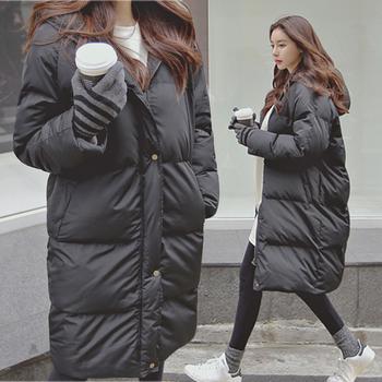 Ζεστό και άνετο χειμωνιάτικο γυναικείο μπουφάν με κουκούλα σε καθαρό μοτίβο