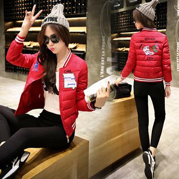 Спортно късо яке за дамите в няколко цвята с апликации