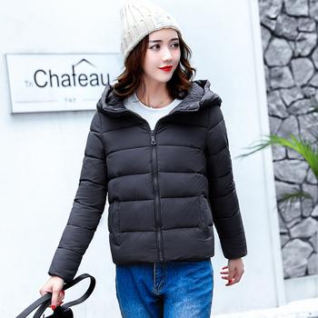 Семпло късо дамско яке с качулка в няколко цвята
