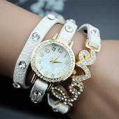 Актуален дамски часовник с камъчета и допълнителни аксесоари-гривни