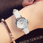 Много красив дамски часовник с кожена каишка в различни цветове