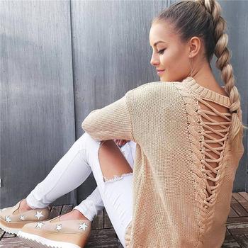 Удобен и топъл дамско пуловер с интересни кръстосани връзки на гърба