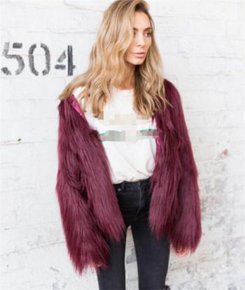 Πολύ ενδιαφέρον και κομψό γυναικείο ζεστό παλτό σε διάφορα χρώματα
