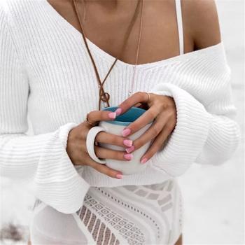 Плисиран дамски къс пуловер с V-образно деколте и дълъг широк ръкав